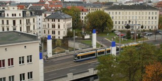 Straßenbahn im Schneckentempo: Auf fast 17 Kilometer müssen Leipzigs Straßenbahnen langsam fahren | Langsamfahrstrecke Jahnallee / Ranstädter Steinweg. / Foto: Ralf Julke