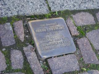 Der Tag, an dem die Synagoge brannte  | Für Georg Schwarz gibt es in der GSS  einen Stolperstein am Haus Nr. 24 / Foto: Enrico Engelhardt