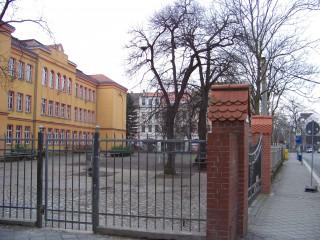 Projektpräsentation: Neuer Schulhof am Leutzscher Rathaus | Um diesen Schulhof in Leutzsch geht es / Foto: Enrico Engelhardt
