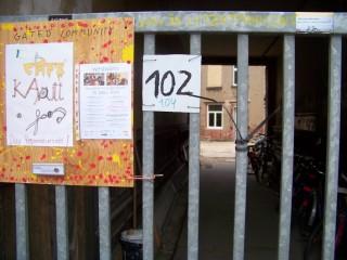 Lindenau: Kinder gestalten ihr Café Kaputt  | Eingang zum Café Kaputt in der Merseburger Str. 102 / Foto: Enrico Engelhardt