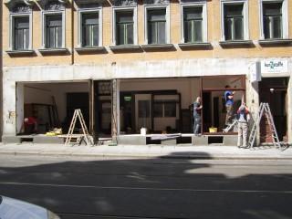 Wiedereröffnung der Materialsammlung krimZkrams, am 21. 08. 2014 in der Georg-Schwarz-Str. 7 | Die GSS 7 bekommt neue Schaufenster / Foto: Daniela Nuß