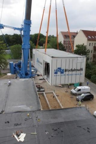 Diakonissenkrankenhaus stockt auf | Ein OP-Modulraum wird angeliefert / Foto: Ev. Diakonissenkrankenhaus Leipzig
