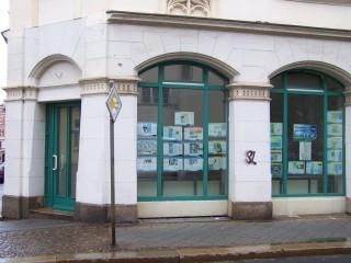 Ausstellung zur Georg-Schwarz-Straße in Leutzscher Schaufenstern | In den Schaufenstern der GSS 114 ist die Ausstellung zu sehen / Foto: Enrico Engelhardt
