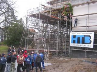 Richtfest OP-Gebäude Diakonissenkrankenhaus | Richtkranz-Aufzug; Foto: Christina Weiß