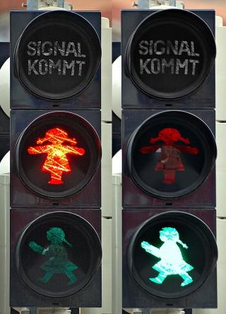 Fußgänger-Ampel in Georg-Schwarz-Straße auf Höhe der Leutzsch-Arkaden wird installiert | Bild: André Karwath aka Aka für die Wikipedia unter CC BY-SA 2.5