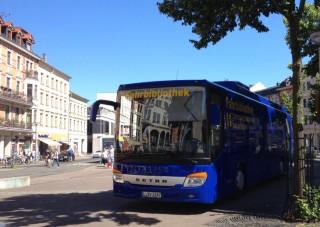Der Bücherbus auf dem Lindenauer Markt und an den Leutzsch Arkaden |