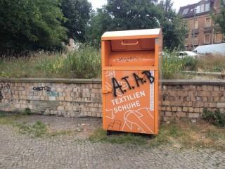 Aktiv gegen Müllablagerungen rund um Kleidercontainer  |