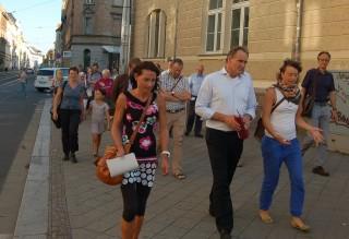 Bildinhalt: Oberbürgermeister Burkhard Jung zu Besuch in Leutzsch | OBM Burghard Jung beim Rundgang durch Leutzsch/ Foto: E. Engelhardt