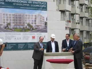 Bildinhalt: Grundsteinlegung zum Bau eines Seniorenwohnheim am Stadtplatz Leutzsch |