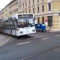 Kinoreife Georg-Schwarz-Straße | Auch Filmleute wollen versorgt werden, hier der Catering-Bus an der GSS / Foto: Enrico Engelhardt